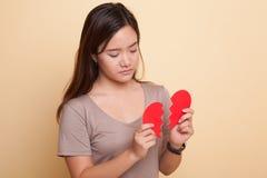 Красивая молодая азиатская женщина с разбитым сердцем Стоковые Изображения