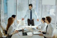 Красивая молодая деловая встреча приведения в исполнение босса стоковое изображение