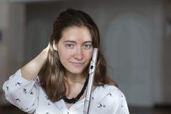 Красивая молодая женщина с портретом жанра каннелюры молодой красивой девушки стоковое фото rf