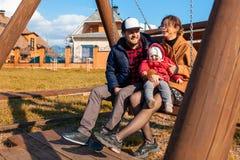 Красивая молодая семья стоковая фотография