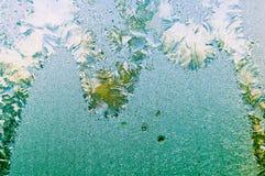 Красивая морозная естественная картина на стекле окна Стоковые Фотографии RF