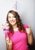 Красивая модель женщины партии с леденцом на палочке Стоковая Фотография
