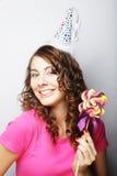 Красивая модель женщины партии с леденцом на палочке Стоковые Фото