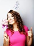 Красивая модель женщины партии с леденцом на палочке Стоковое Фото