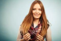 Красивая модель с одеждами зимы Стоковые Фото
