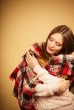 Красивая модель с одеждами зимы Стоковое Фото