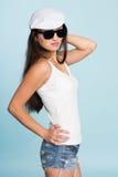 Красивая молодая азиатская женщина в солнечных очках Стоковое фото RF