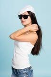 Красивая молодая азиатская женщина в солнечных очках. Стоковое Фото