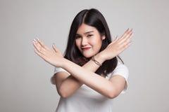 Красивая молодая азиатская женщина говорит нет Стоковая Фотография