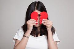 Красивая молодая азиатская женщина с разбитым сердцем Стоковые Фото