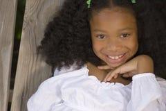 Красивая молодая Афро-американская маленькая девочка стоковое изображение rf
