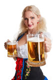 Красивая молодая белокурая девушка oktoberfest глиняной кружки пива Стоковые Изображения