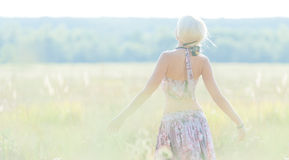 Красивая молодая блондинка стоковая фотография rf