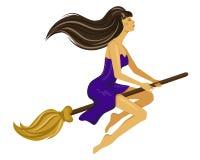 Красивая молодая ведьма на broomstick Стоковые Изображения