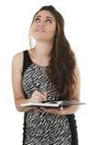 Красивая молодая вскользь девушка держа тетрадь Стоковое фото RF