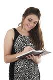 Красивая молодая вскользь девушка держа тетрадь Стоковая Фотография