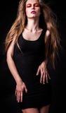 Красивая молодая женская сторона с составом яркой моды пестротканым. Стоковое фото RF