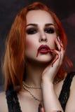 Красивая молодая женщина вампира Стоковые Фото