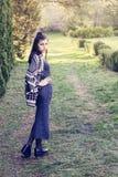 Красивая молодая женщина в парке лета Стоковая Фотография