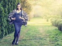 Красивая молодая женщина в парке лета Стоковое фото RF