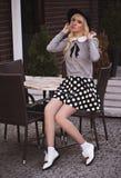 Красивая молодая женщина в представлять outdoors Стоковые Фото
