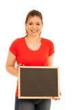 Красивая молодая женщина держа пустое классн классный изолированный над whi Стоковая Фотография RF