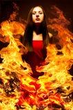 Красивая молодая женщина на огне стоковая фотография rf