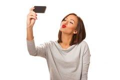 Красивая молодая женщина принимая selfie Стоковые Изображения