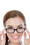 Красивая молодая женщина при стекла смотря камеру Стоковое Изображение