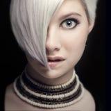 Красивая молодая женщина сдерживает ее губу Стоковые Фотографии RF