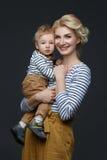 Красивая молодая женщина с малышом Стоковые Фотографии RF