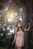 Красивая молодая женщина думает о кто-то Стоковые Фотографии RF