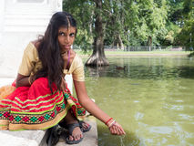 Красивая молодая индийская женщина с славными глазами стоковое фото