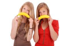 Красивая молодая кавказская девушка 2 с улыбкой банана Стоковая Фотография