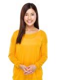 Красивая молодая китайская модель представляя с уверенностью Стоковая Фотография RF