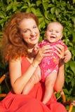Красивая молодая мать с младенцем Стоковые Фото