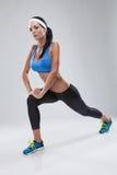 Красивая молодая jogging женщина. Изолированный над белой предпосылкой (c Стоковые Фотографии RF