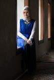 Красивая мусульманская женщина с шарфом Стоковые Фото