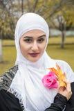 Красивая мусульманская женщина с hijab Стоковое Фото