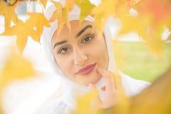 Красивая мусульманская женщина с hijab Стоковое фото RF