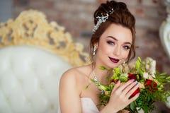 Красивая невеста в белой студии Стоковое фото RF