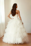 Красивая невеста в белом mariage платья свадьбы Стоковые Фотографии RF