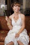 Красивая невеста в мантии свадьбы Стоковые Фотографии RF