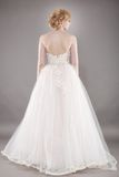 Красивая невеста и красивое платье свадьбы стоковые фотографии rf