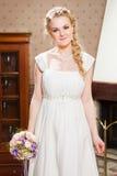 Красивая невеста около камина Стоковое Изображение