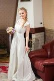 Красивая невеста около камина Стоковые Изображения