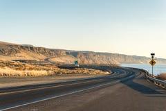 Красивая дорога близко Рекой Колумбия в сезоне зимы, WA Стоковые Изображения