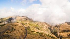 Красивая дорога к Pico de Areeiro Португалии, Мадейре, виду с воздуха Стоковое Изображение RF