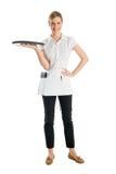 Красивая официантка с подносом сервировки Стоковое Изображение RF