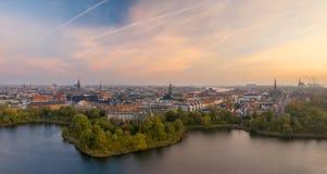Красивая панорама городского пейзажа Копенгагена на восходе солнца Стоковое Изображение RF
